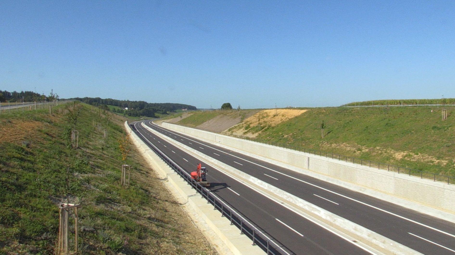 Die Isental-Autobahn ist Bayerns umstrittenste Straße: 33 Kilometer durch Naturschutzgebiet. Es gab Gerichtsverfahren und Demos.