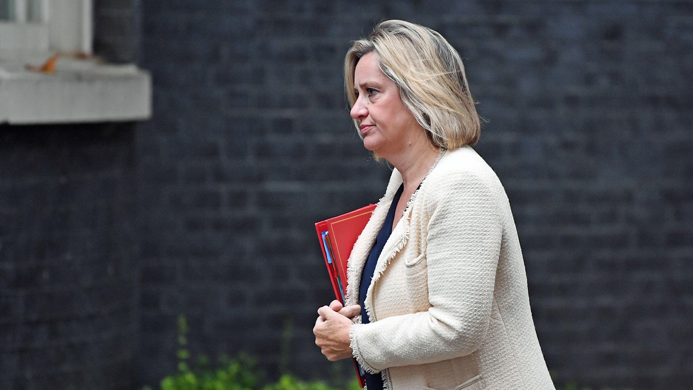 Die britische Arbeitsministerin Amber Rudd hat ihr Amt niedergelegt. Das teilte Rudd am Samstagabend mit.