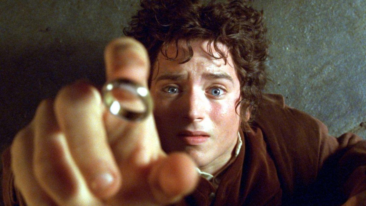 """Elija Wood als Hobbit Frodo in """"Der Herr der Ringe – Die Gefährten"""" (Filmszene)"""