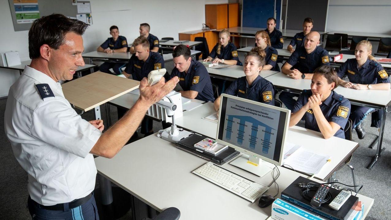 Polizeischüler beim Unterricht