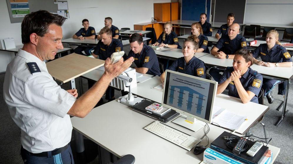 Polizeischüler beim Unterricht   Bild:picture-alliance/dpa