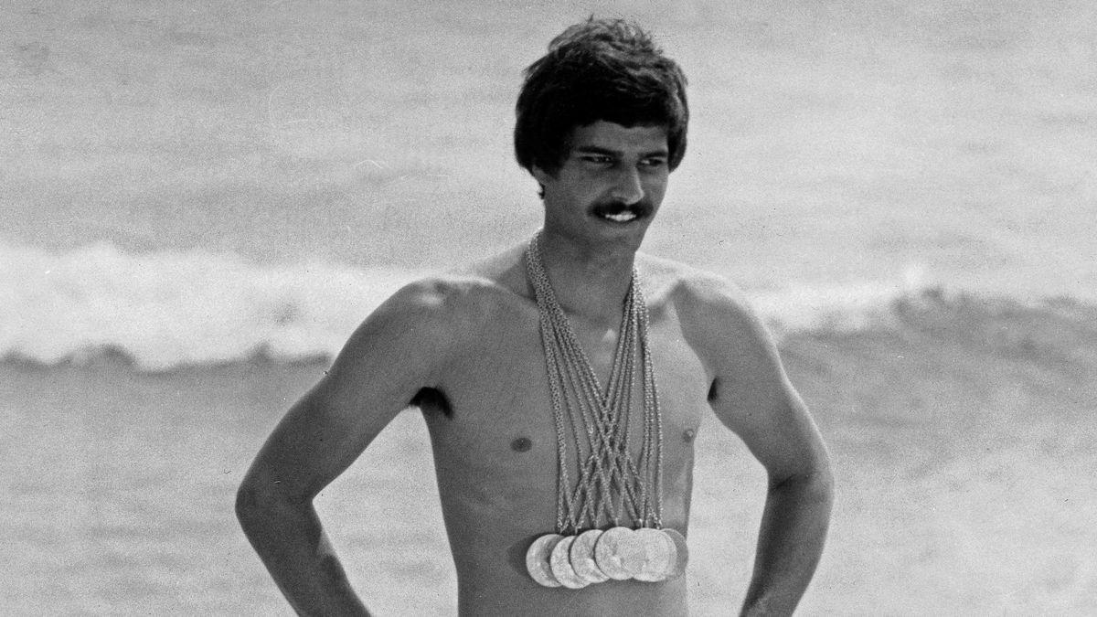 Mark Spitz mit den Goldmedaillen von München