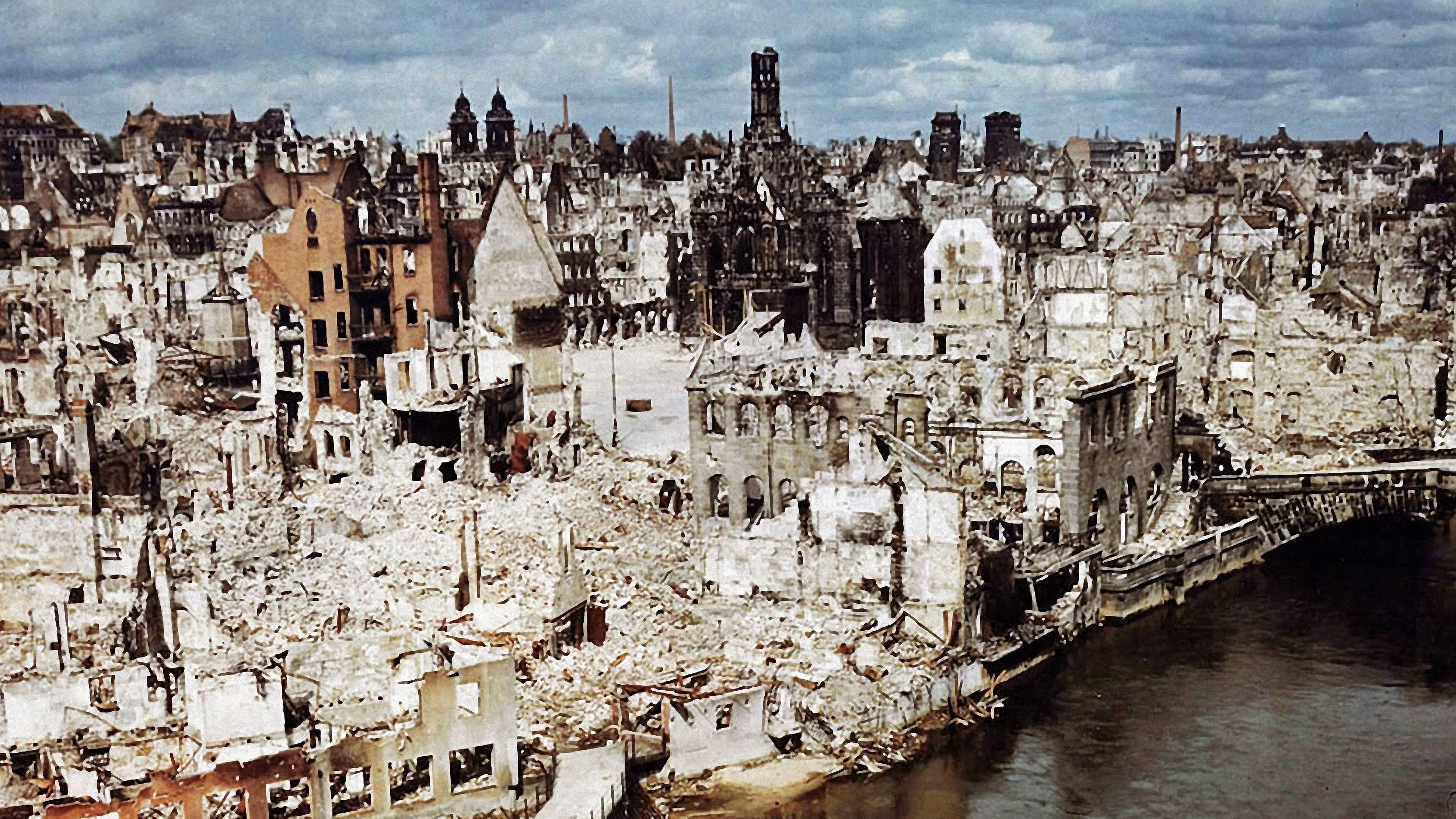 Blick auf die zerstörte Nürnberger Altstadt 1945