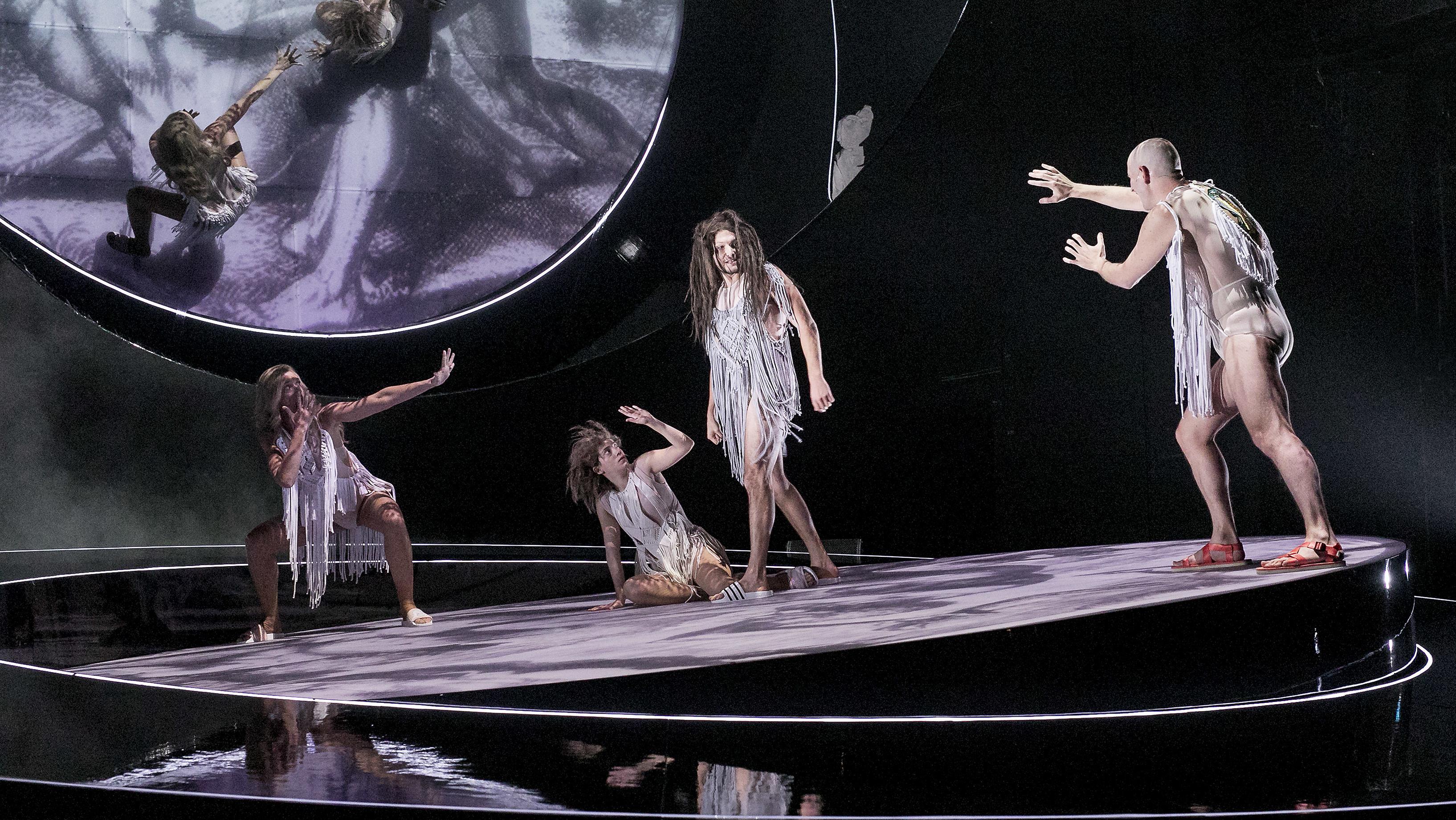 Erbsünde und Ursünde auf der Bühne der Kammerspiele