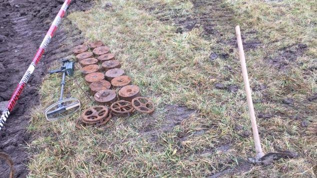 Die Panzerminen liegen in der WIese