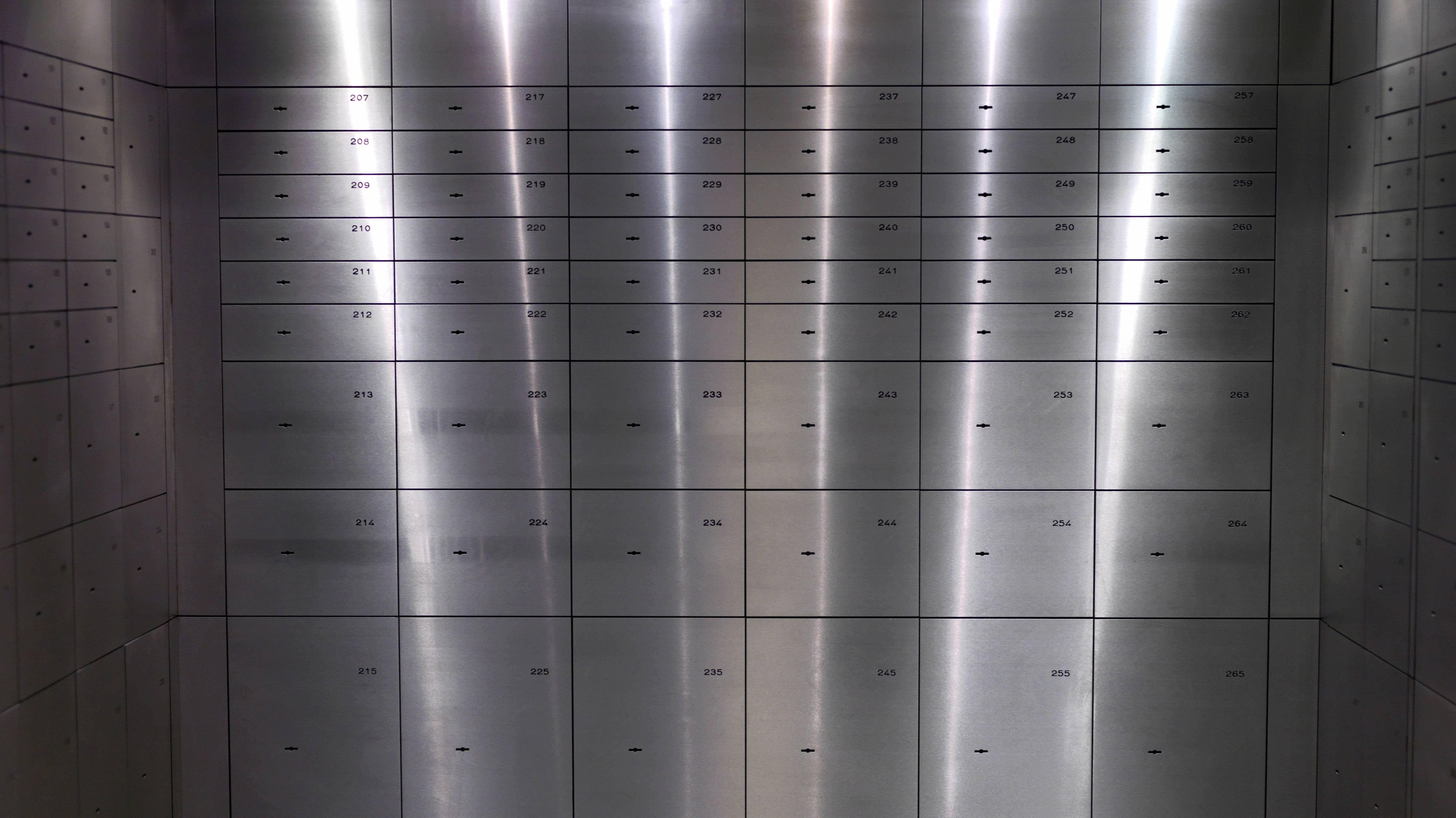 Symbolbild: Blick in einen Münchner Tresorraum mit Bankschließfächern.