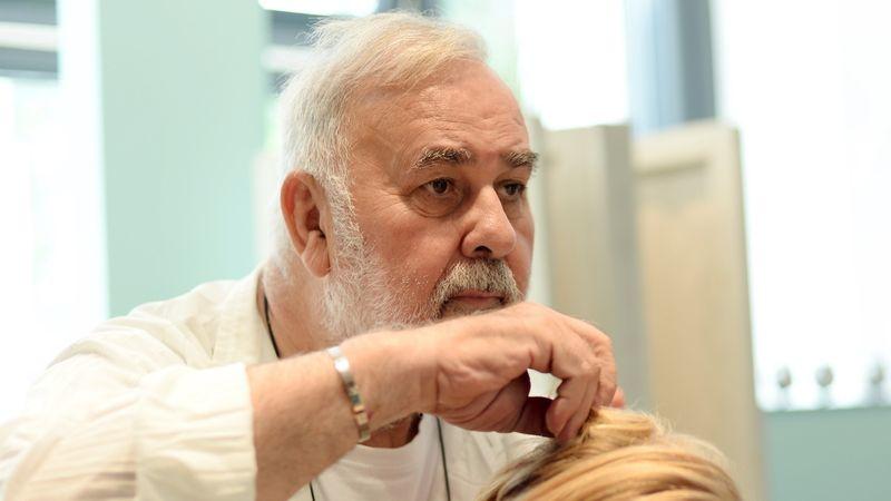 Er Gab Merkel Eine Frisur Star Friseur Udo Walz Wird 75 Br24