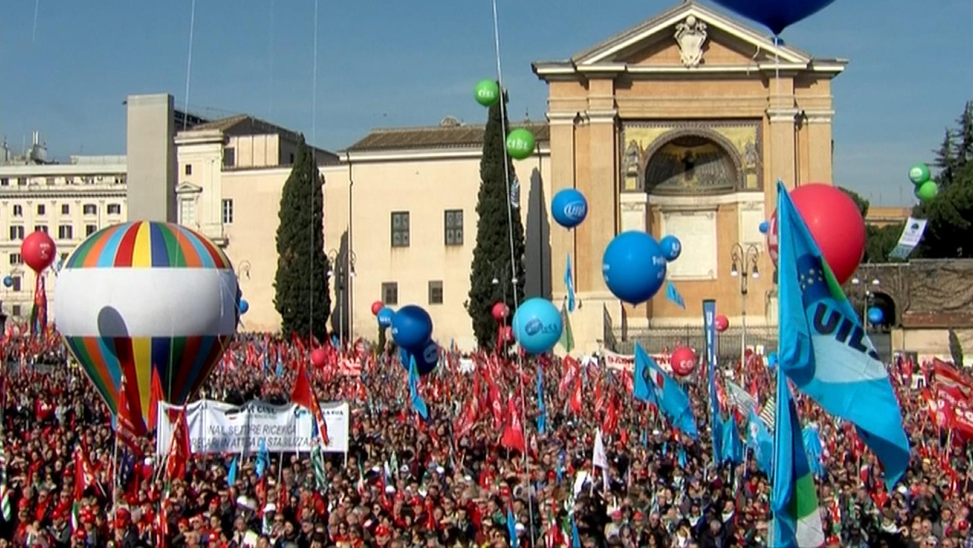 Hunderttausende Italiener protestieren in Rom gegen Wirtschaftspolitik der Regierung