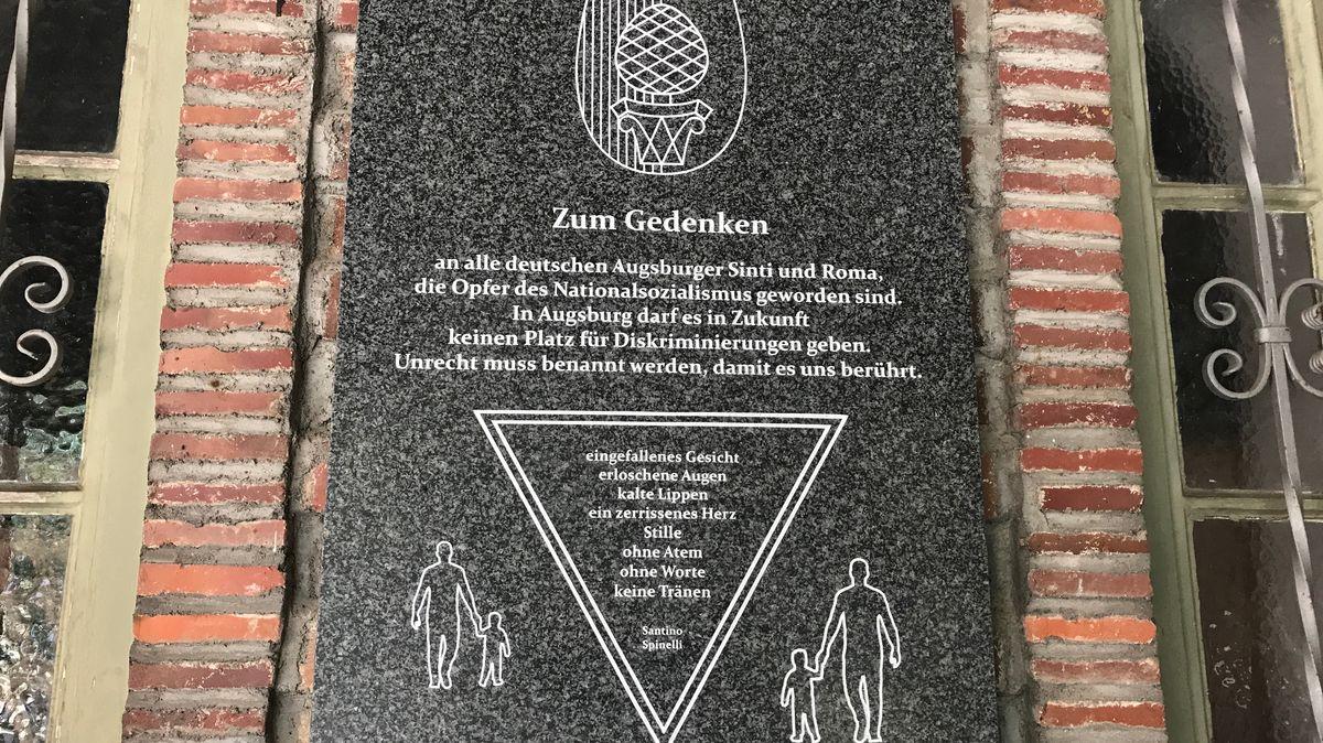 Erinnerungstafel zum Gedenken an alle Augsburger  Sinti und Roma, die Opfer des NS-Regimes geworden sind.