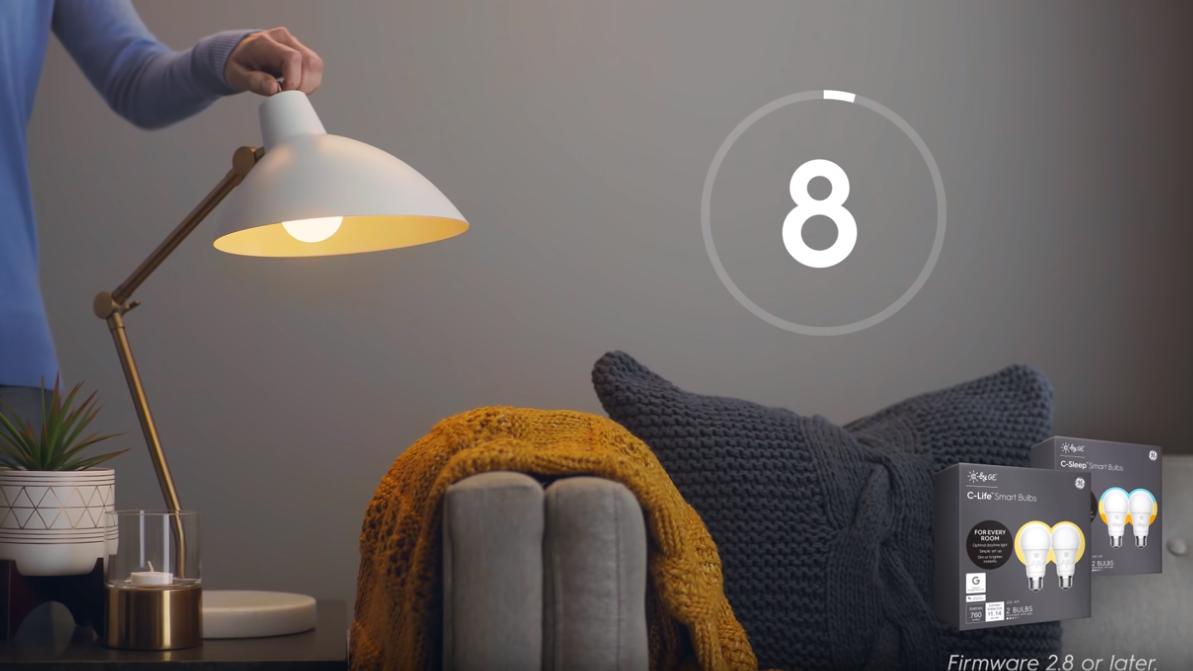 Über ein Video des amerikanischen Konzerns General Electric lacht das Netz. Es zeigt, wie man eine smarte Glühbirne des Herstellers zurücksetzt.