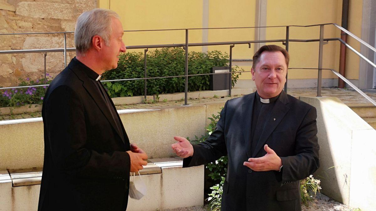 Der scheidende Generalvikar Michael Fuchs und sein Nachfolger Roland Batz