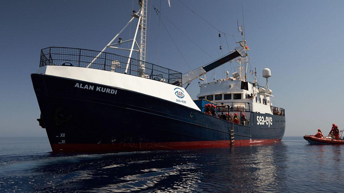 """Die """"Alan Kurdi"""" ist im Hafen in Palermo auf Sizilien festgesetzt worden"""