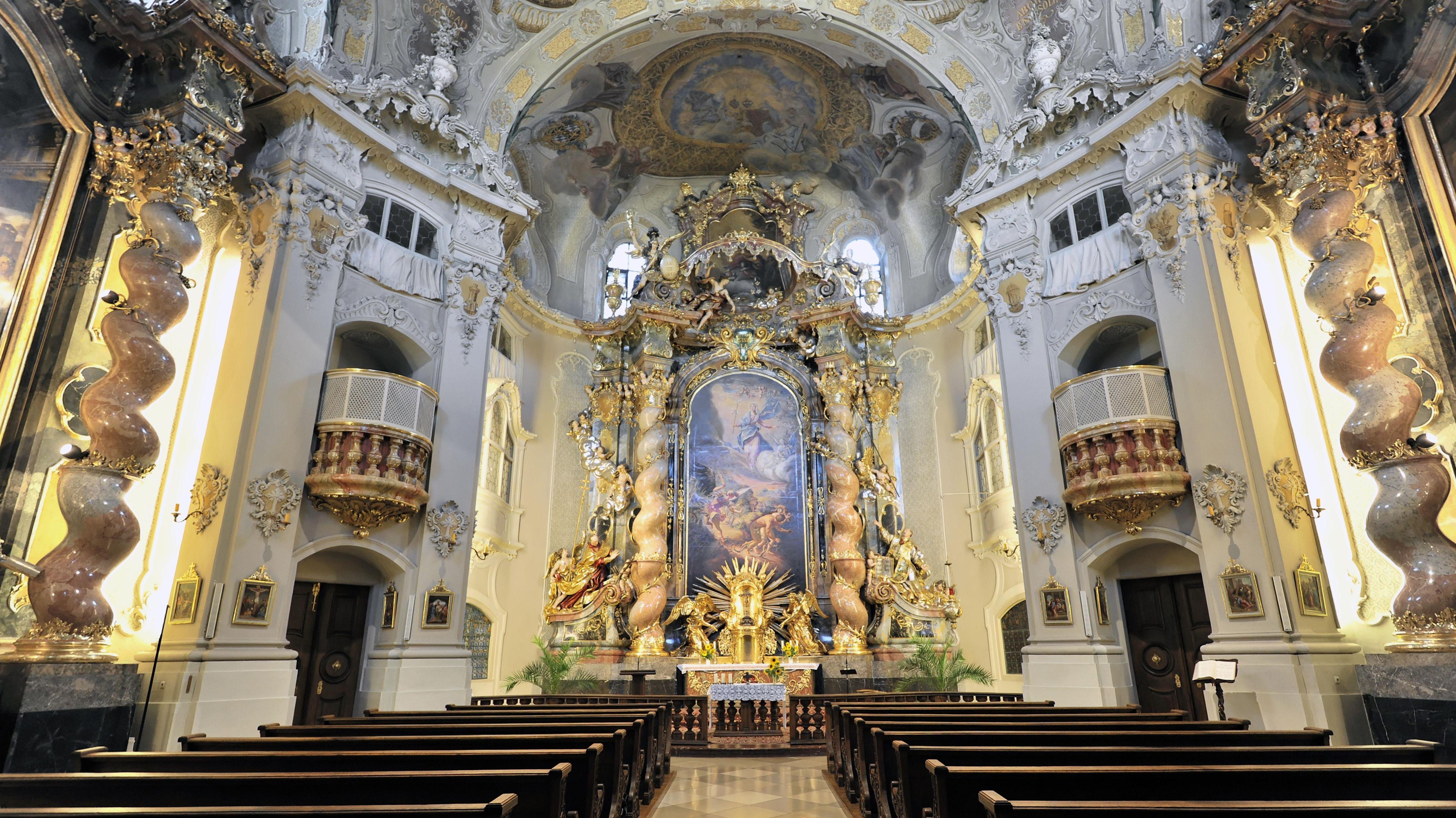 Die Ursulinenkirche in Straubing von innen