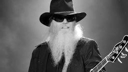 Bärtiger Mann am Bass: Dusty Hill   Bild:dpa/Bildfunk