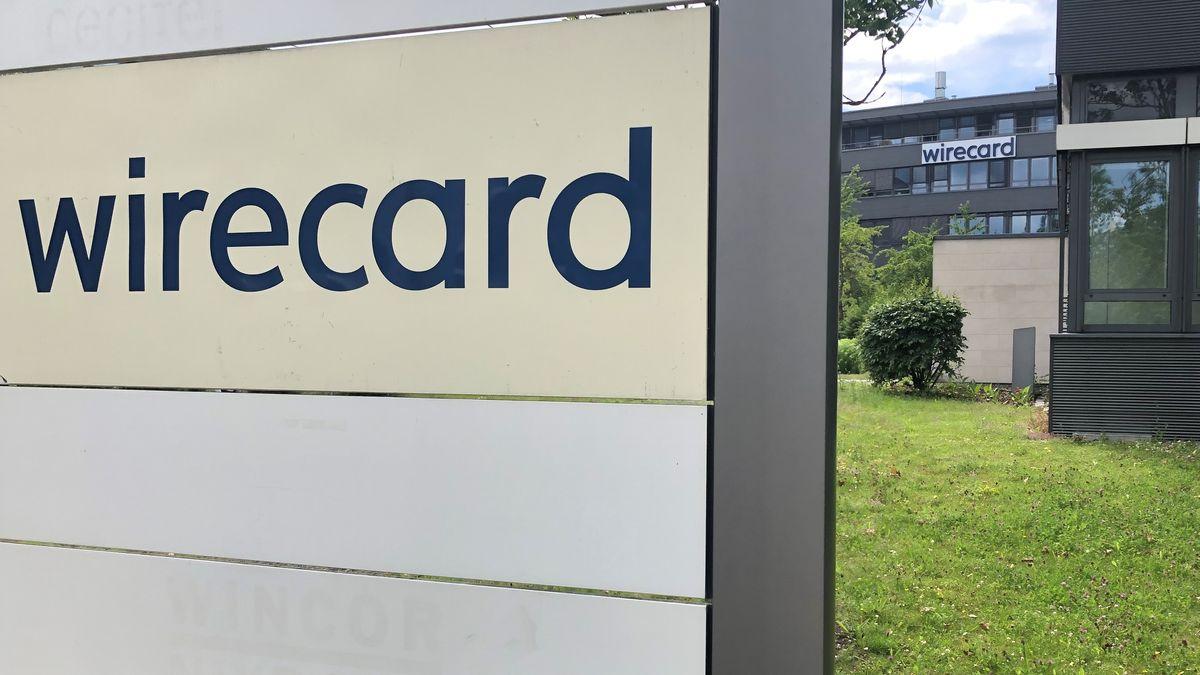 Das Firmenschild von Wirecard steht vor der Zentrale des Unternehmens in Aschheim bei München