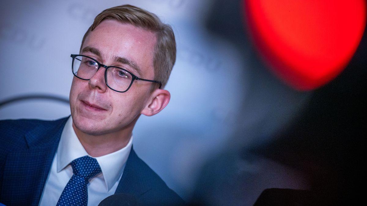 Amthor erklärt auf einer Pressekonferenz seinen Rücktritt von der Kandidatur zur Wahl als CDU-Landesvorsitzender in Mecklenburg-Vorpommern.