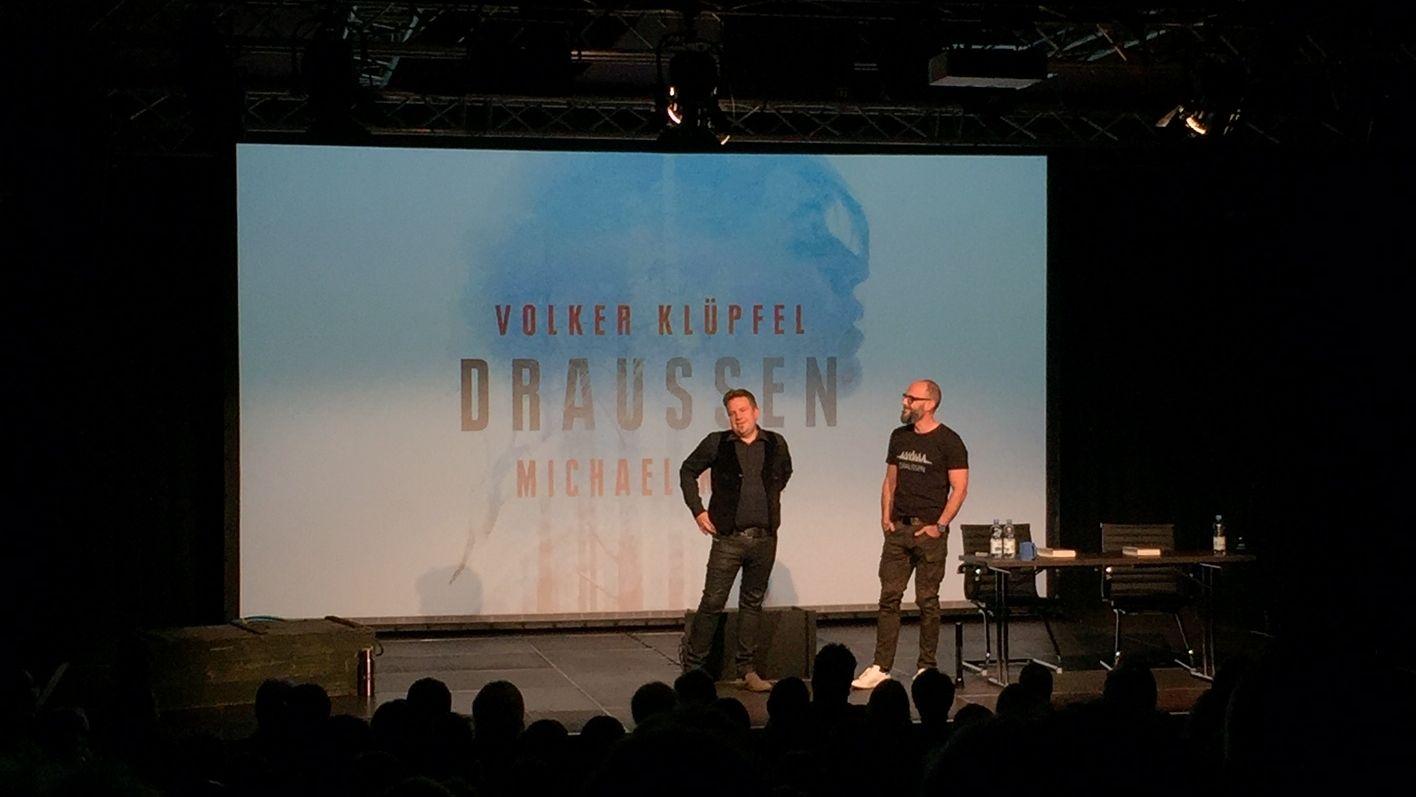 Autoren-Duo auf der Bühne