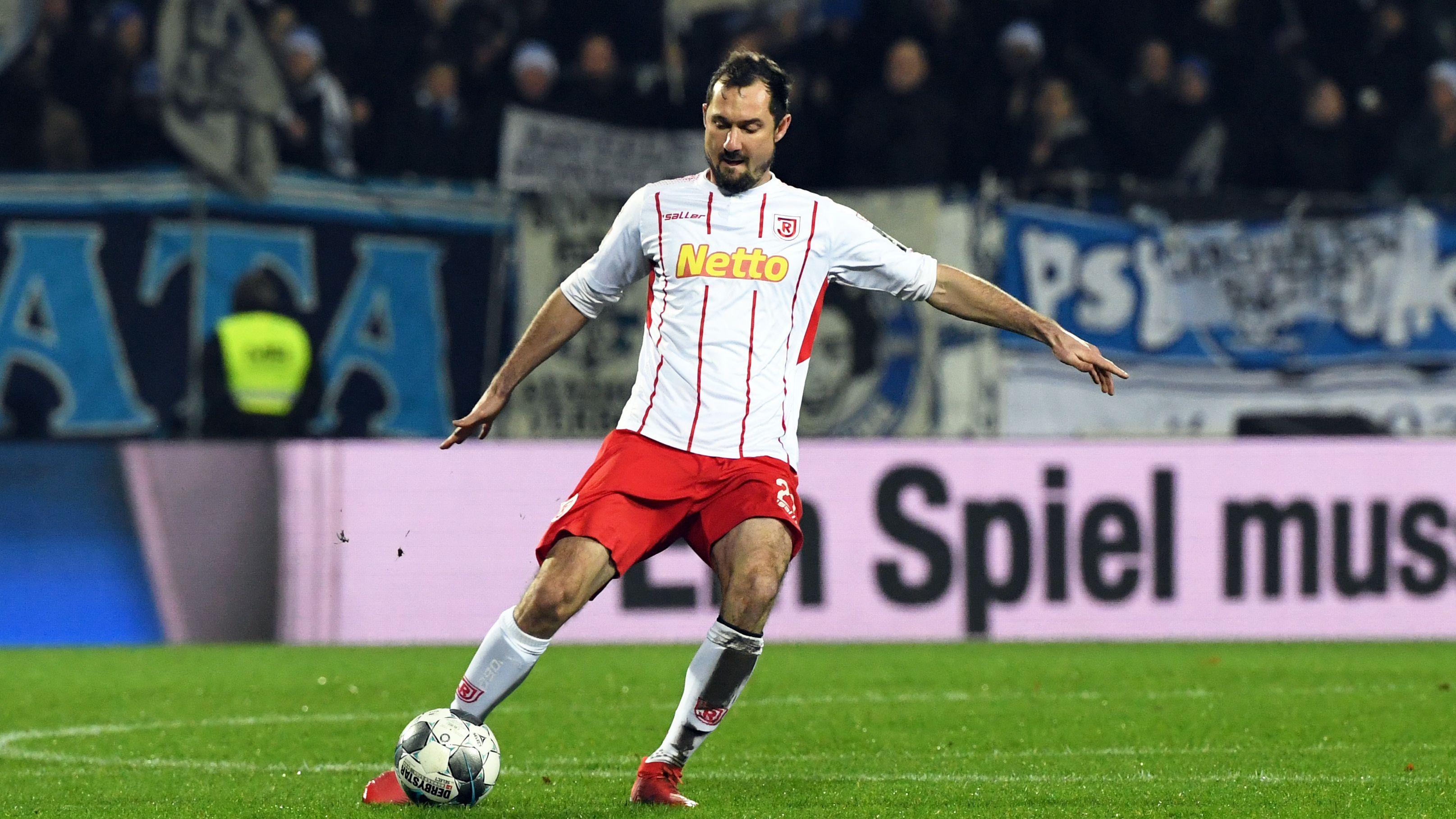SSV Jahn-Verteidiger Sebastian Nachreiner bildet sich neben dem Profisport beruflich weiter.