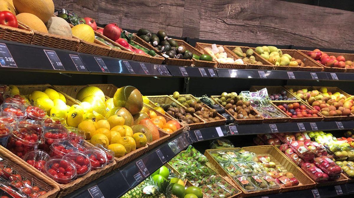 Obst- und Gemüseregal in Straubinger Supermarkt