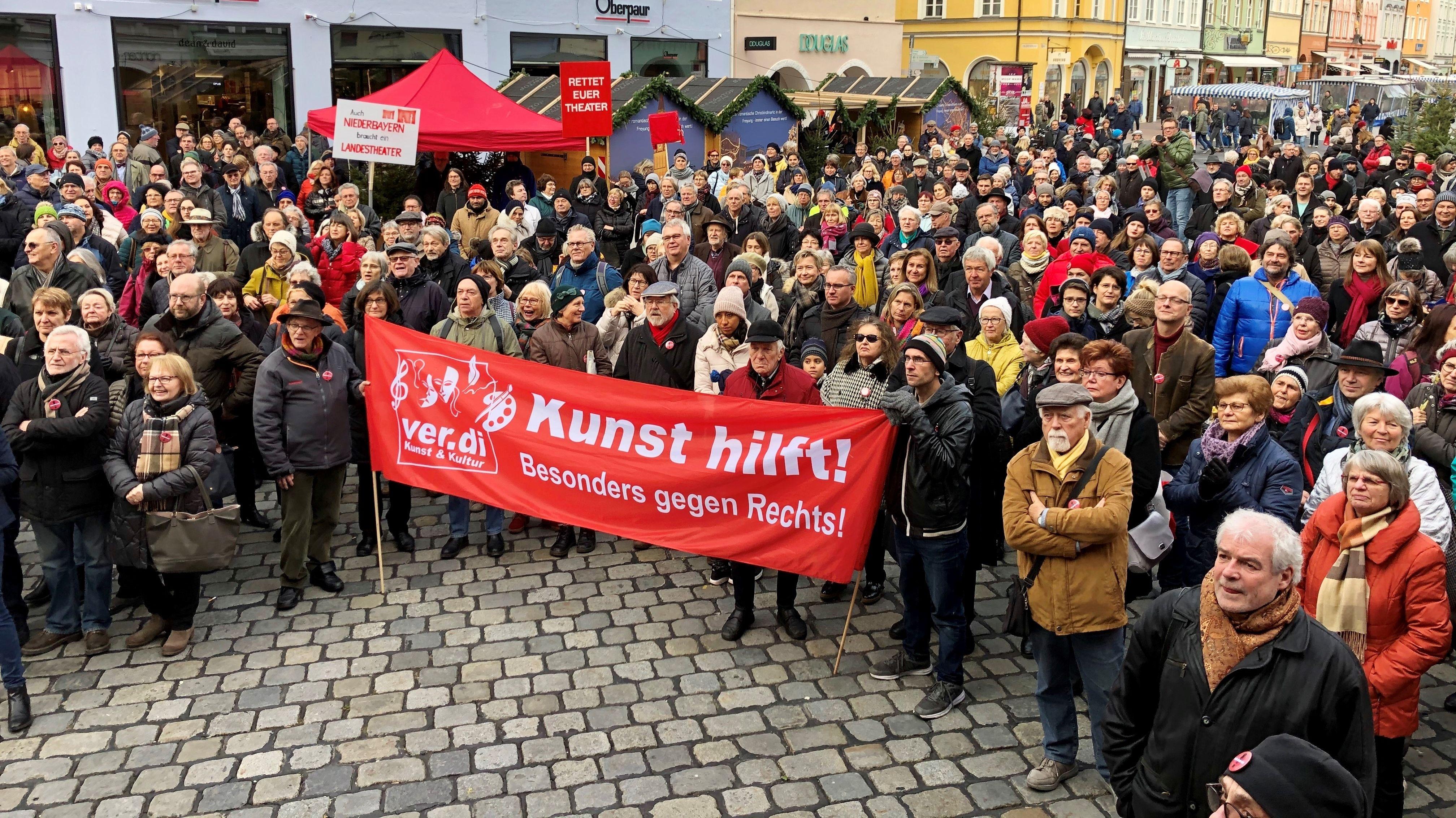 Viele Teilnehmer bei Protestkundgebung in Landshut