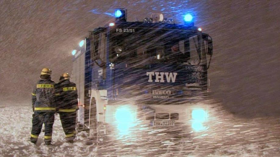 THW-Kräfte im Schnee (Symbolbild)