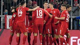 Jubelnde Spieler des FC Bayern beim 4:0 gegen Schalke | Bild:picture alliance