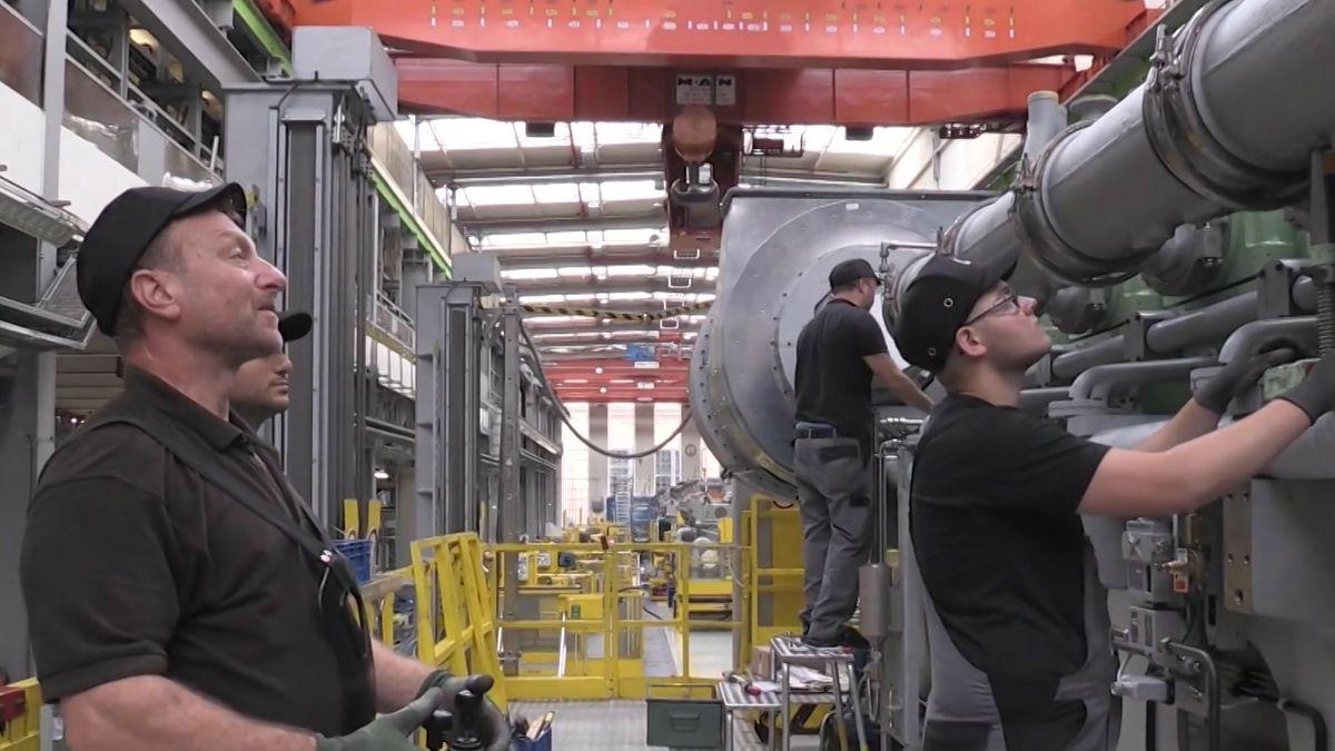Arbeiter bei MAN Energy Solutions