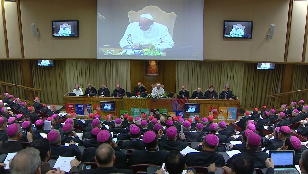Abschlusserklärung des Papstes in der Synodenaula