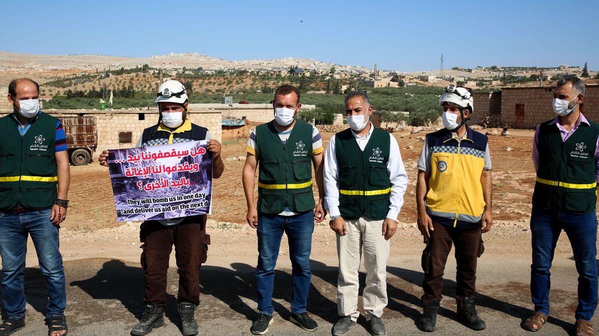 Die türkisch-syrische Grenze: Vor der UN-Sicherheitsratsentscheidung demonstrieren Helfer, ihre Arbeit fortsetzen zu dürfen