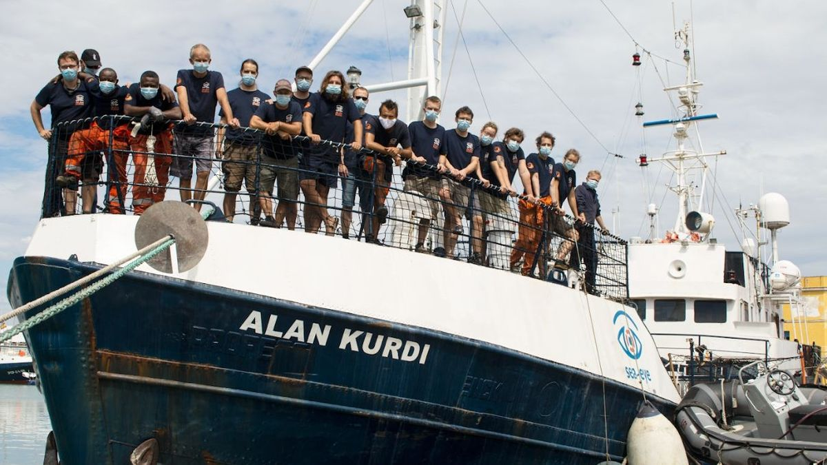 """Das Seenotrettungsteam von Sea Eye auf der """"Alan Kurdi"""""""