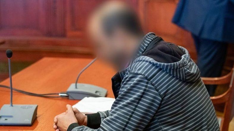 Der Fernfahrer, der wegen Mordes zu lebenslanger Haft verurteilt wurde, sitzt im Landgericht Bayreuth auf der Anklagebank.