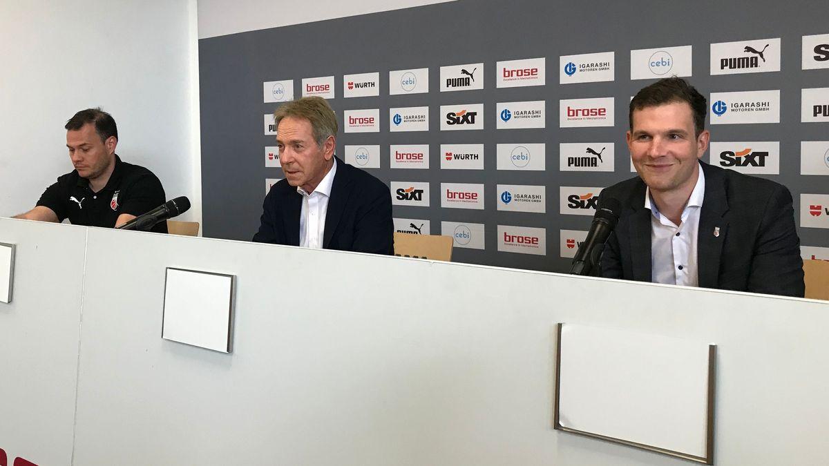Trainer Johann Roijakkers, Aufsichtsratsvorsitzender Michael Stoschek (Mitte) und Geschäftsführer Philipp Galewski.