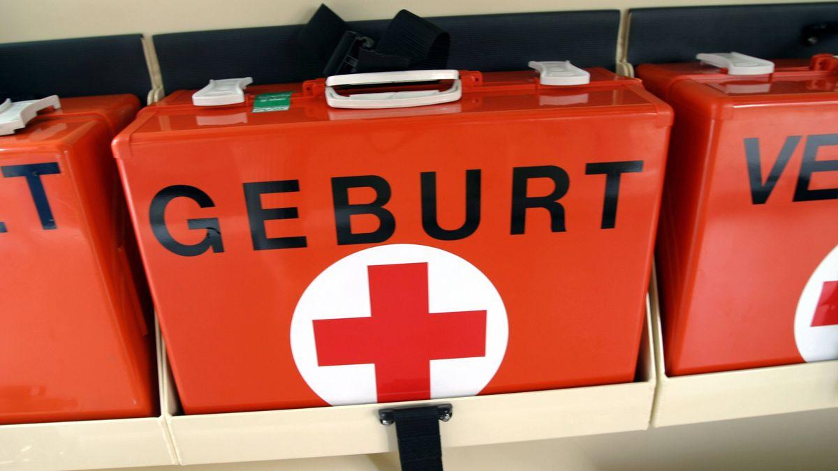Notarztkoffer in einem Rettungswagen (Symbolbild)