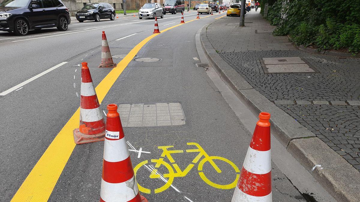 Münchens erster Pop-up-Radweg auf der Elisenstraße
