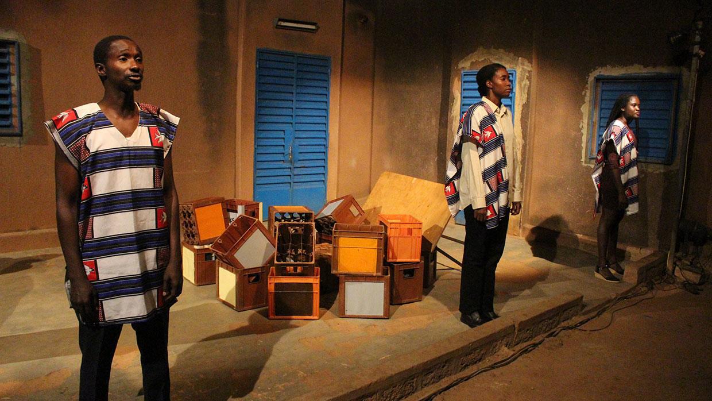 """""""Das Dong"""": SchauspielerInnen aus Burkina Faso zeigen ihr Stück in Nürnberg"""
