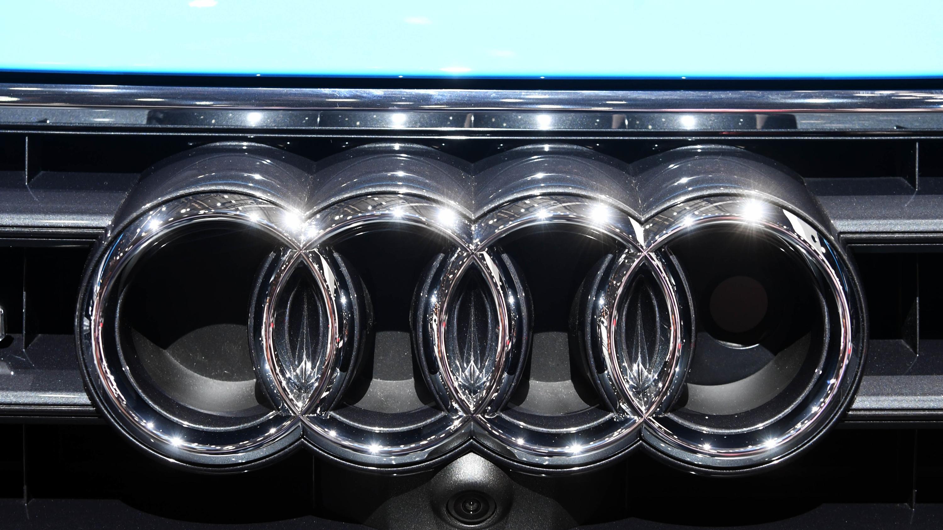 Audi Logo an einem Kühlergrill