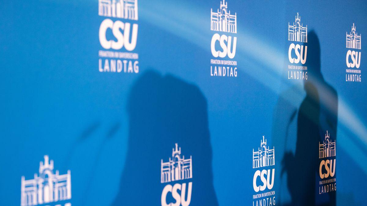 Symbolbild: Schatten auf einer CSU-Wand